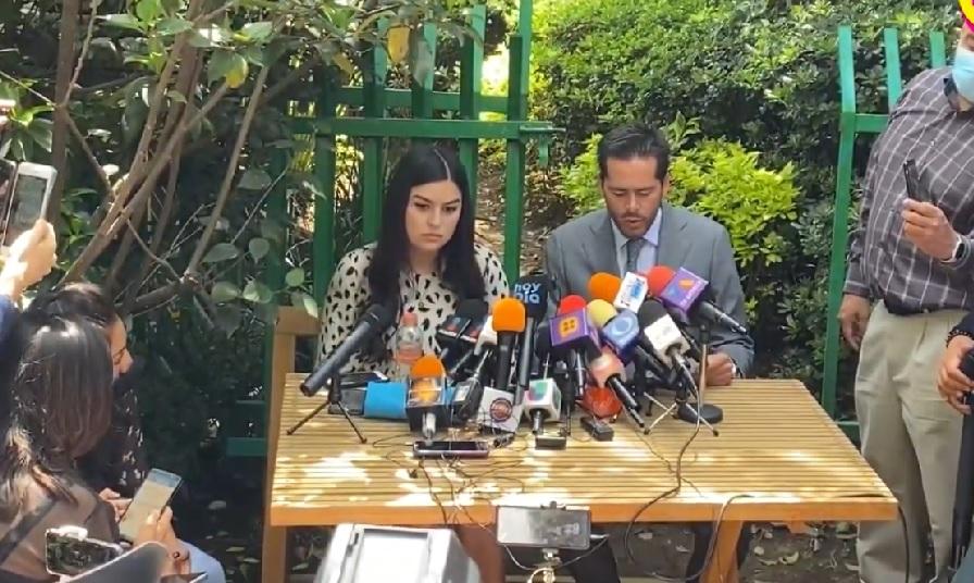 abogados de Frida Sofia en conferencia de prensa
