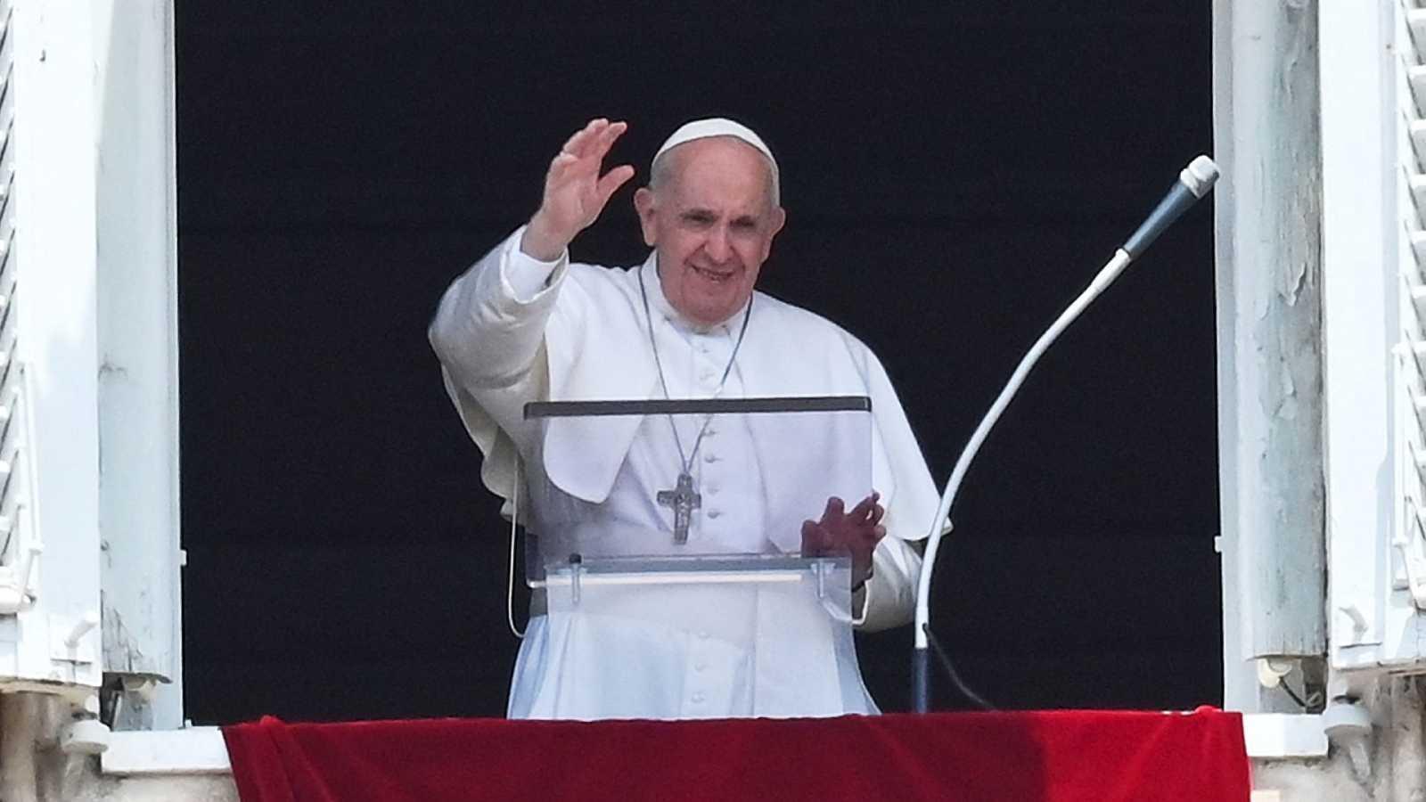 El papa Francisco reaparece después de su cirugía - FARO INFORMA