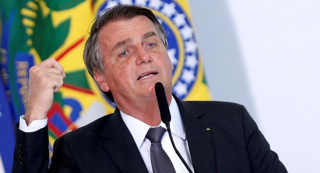 Bolsonaro: Todo el mundo debería comprarse un rifle