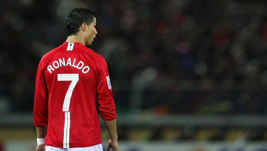 Ronaldo firmó con el Manchester United por dos años