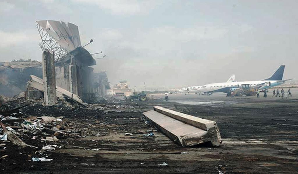 Autobomba explota en aeropuerto de Kabul