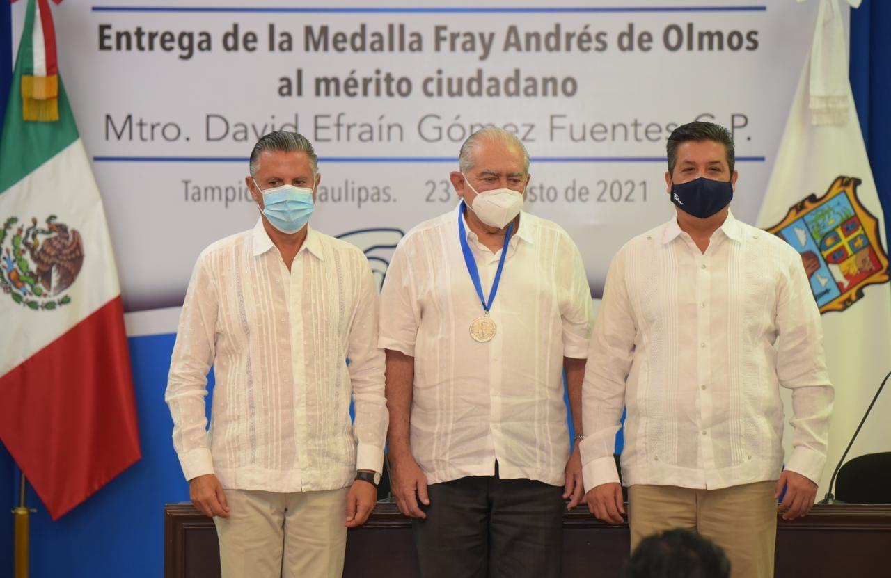 Entregan medalla Fray Andrés a maestro de Tampico
