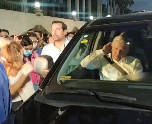 Maestros del CNTE retuvieron a AMLO