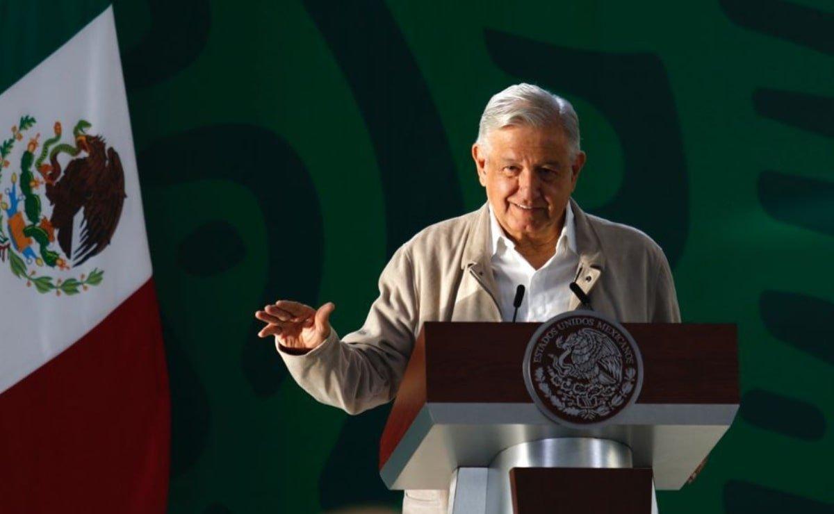 """AMLO ironizó ante los presidenciables que """"les convienen"""" a la oposición mencionando incluso al dueño de Oxxo, José Antonio Fernández."""