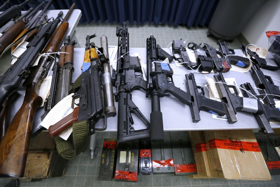 El gobierno de México demanda a empresas de armas de fuego de Estados Unidos por tráfico ilegal y por los daños que ocasiona al país.