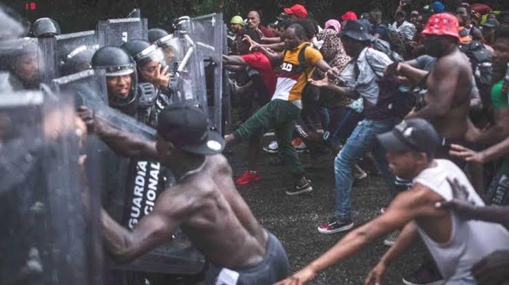 Guardia Nacional detiene a golpes y patadas a una caravana migrante. Los detenidos fueron trasladados a la estación migratoria Siglo XXI