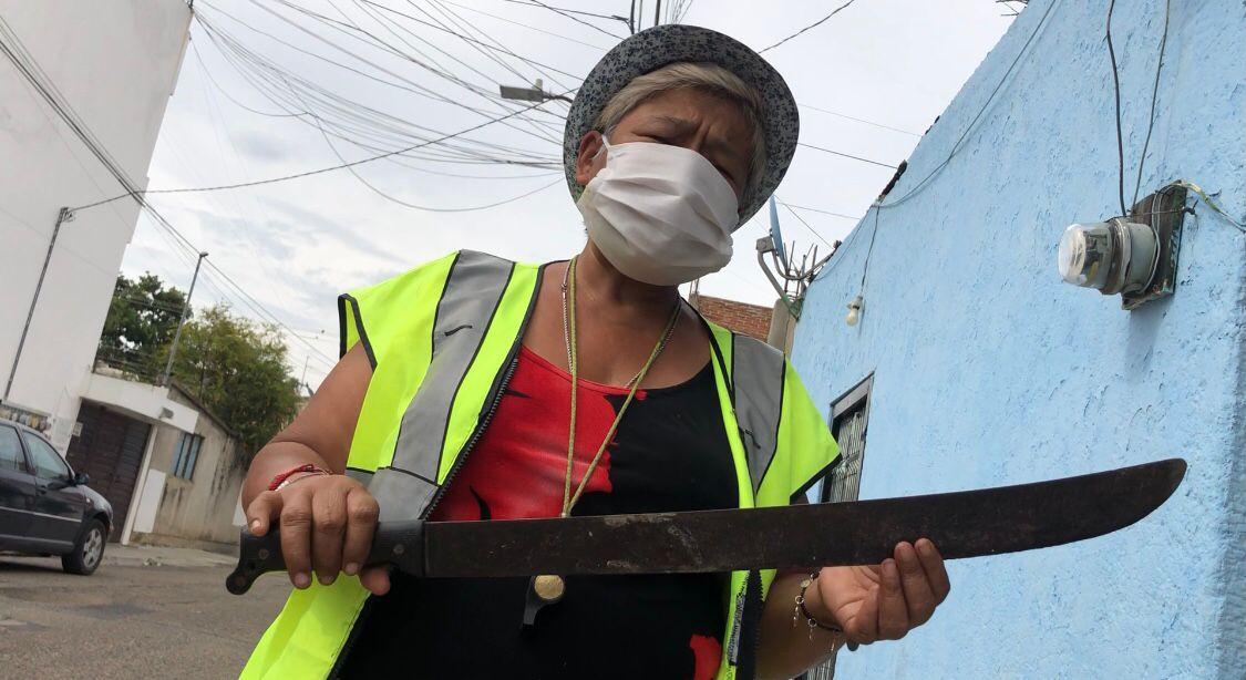 Oaxaca mujer con machete
