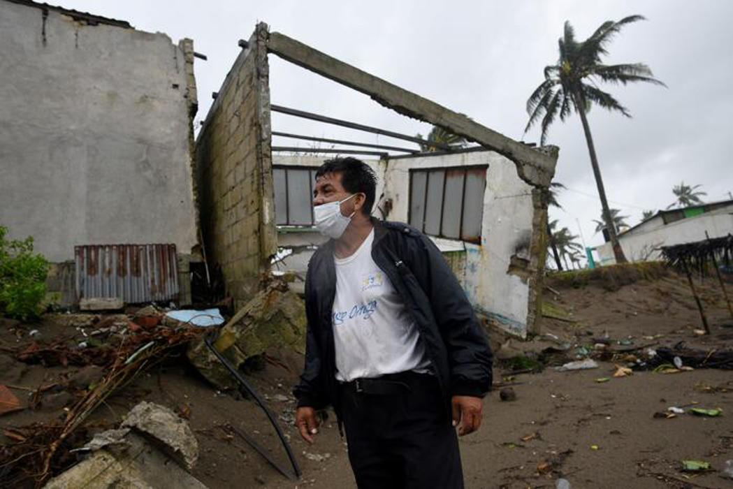 Se estima que el huracán 'Grace' haya destruido cerca de 3 mil casas en Poza Rica, Veracruz. Más de 10 mil tendrían daños.