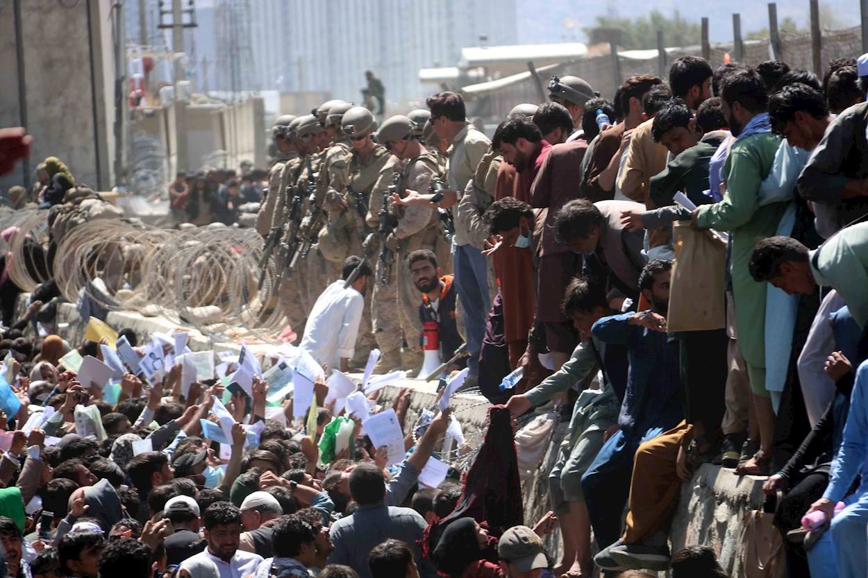Según los reportes, ya son 95 muertos y 150 heridos por el doble atentado suicida en el aeropuerto de Kabul en Afganistán.