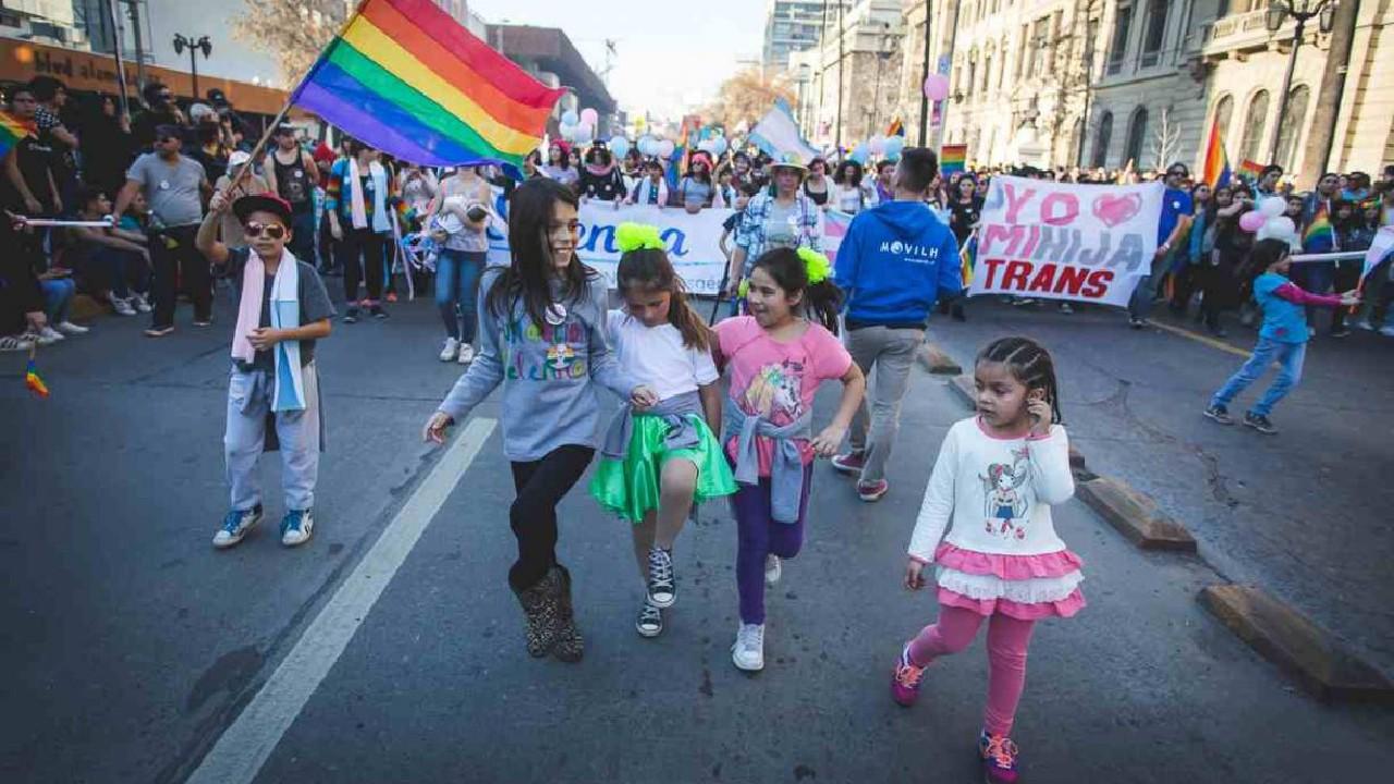 El Gobierno de la CDMX publicó en su gaceta una reforma que permitiría a los adolescentes trans elegir su género y cambiarlo en actas.