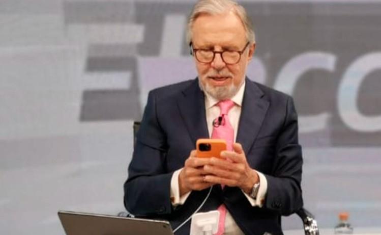 """López-Dóriga respondió a AMLO por broma en la mañanera de candidatura para 2024. """"No me use y respete"""", le pidió el periodista al Presidente."""