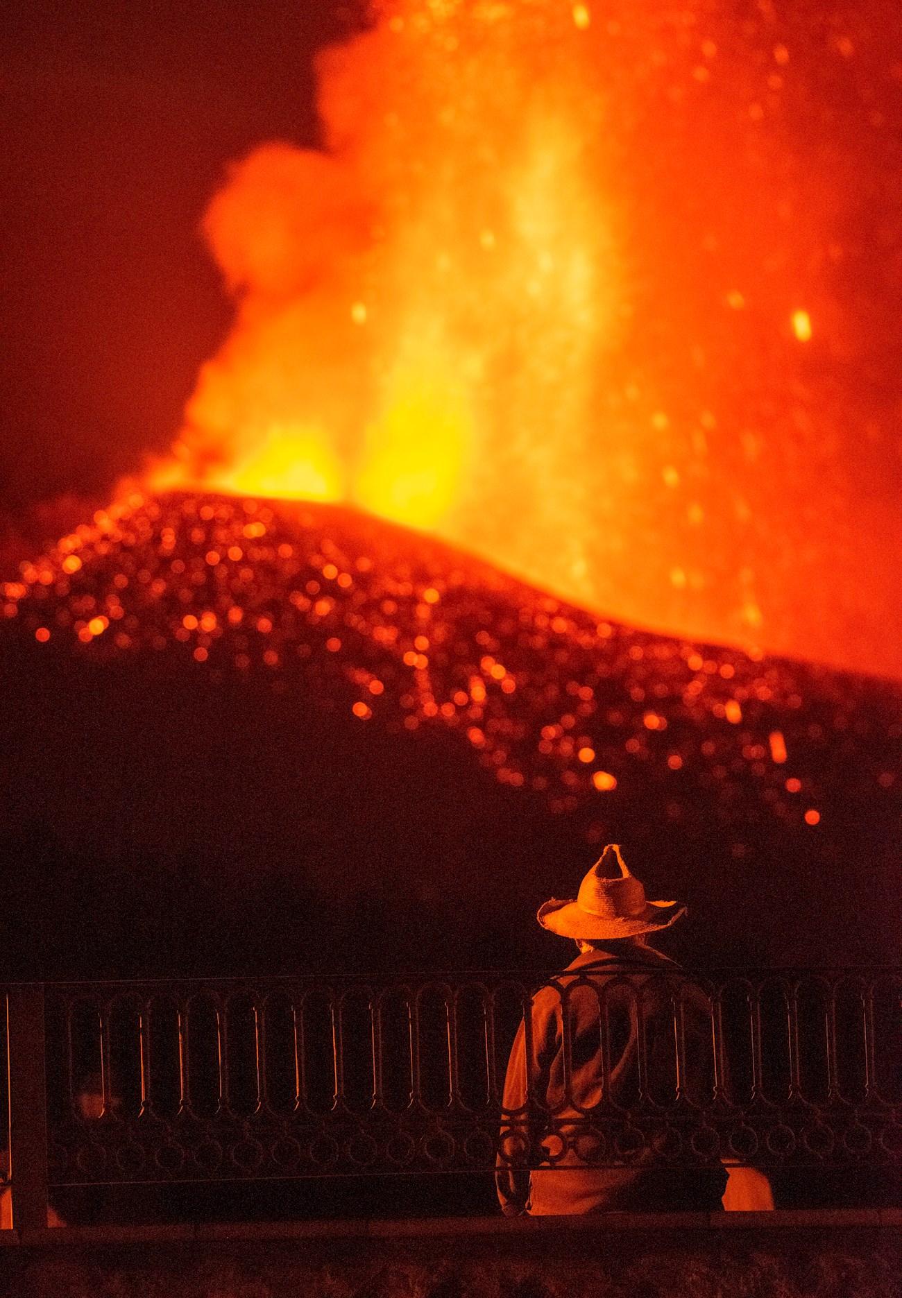 Varios derrumbes en la cara norte del volcán de La Palma aceleran el flujo de las coladas. Autoridades llaman a guardar la calma