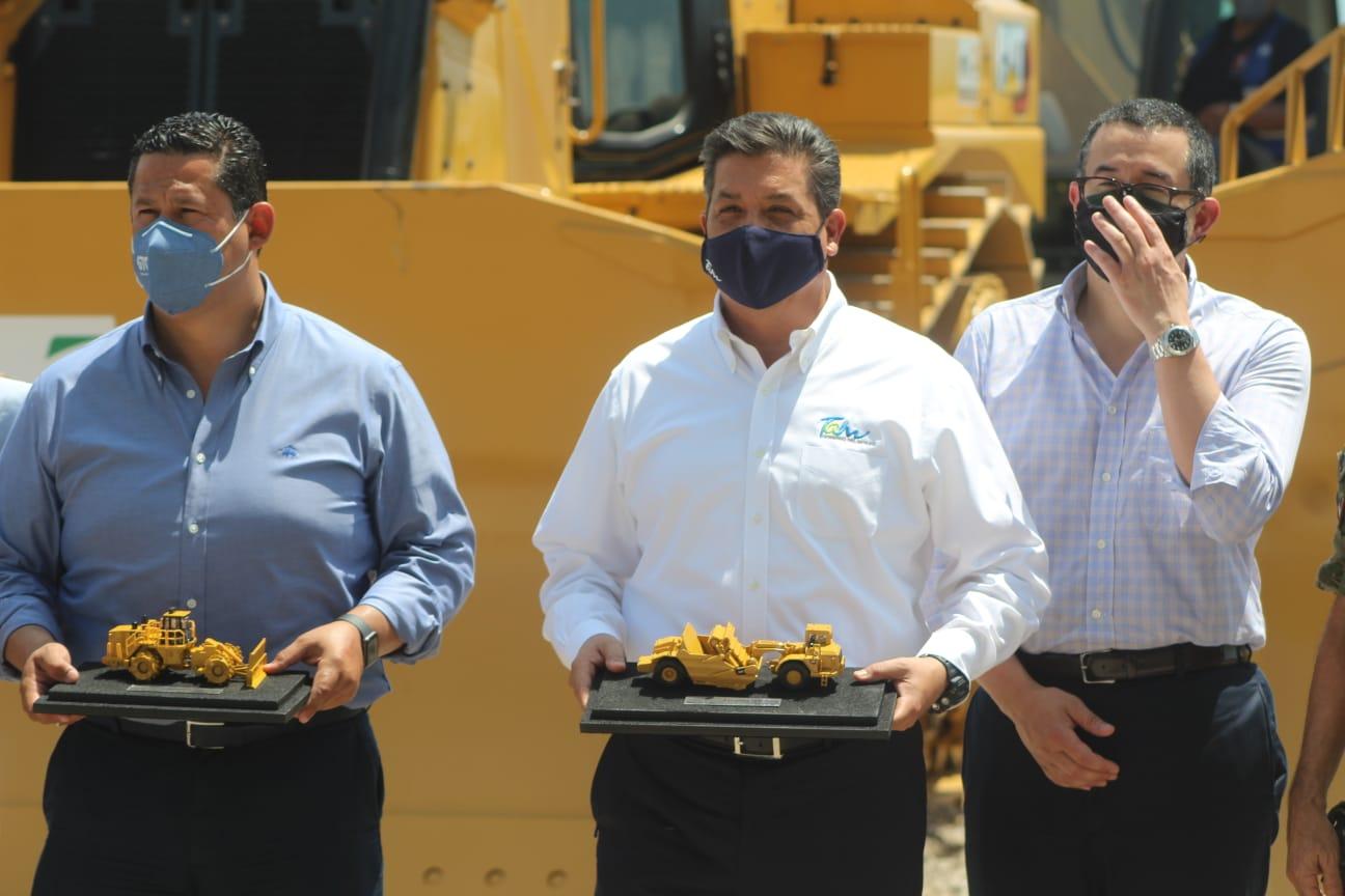 Este martes el Gobernador, Francisco Cabeza de Vaca, dio el banderazo de inicio de la Carretera TAM-Bajío junto con el gobernador de Durango.