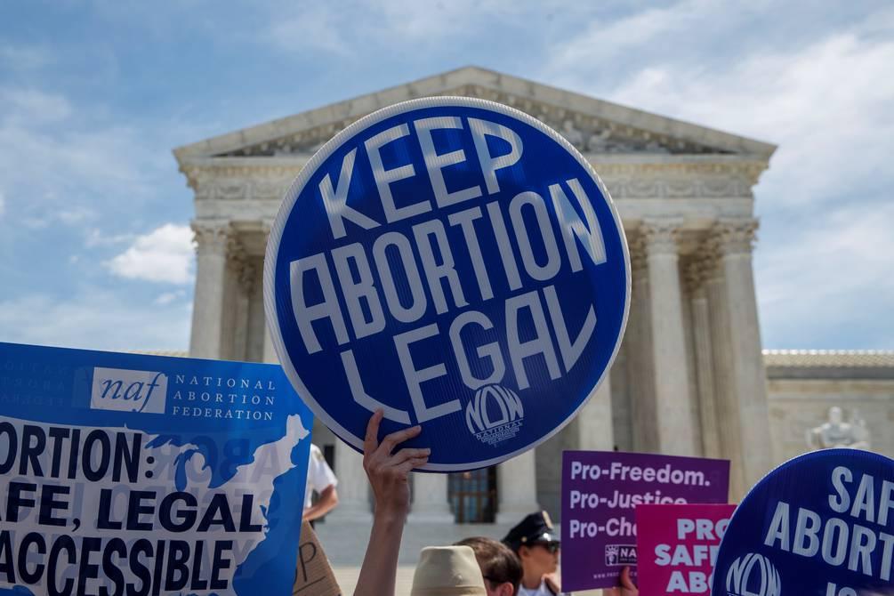Grupos opositores exhiben en Texas empresas quienes apoyan y han dado dinero a políticos que apoyan la estricta ley en contra del aborto.