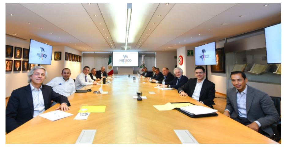 fotografía de líderes empresariales y partidistas