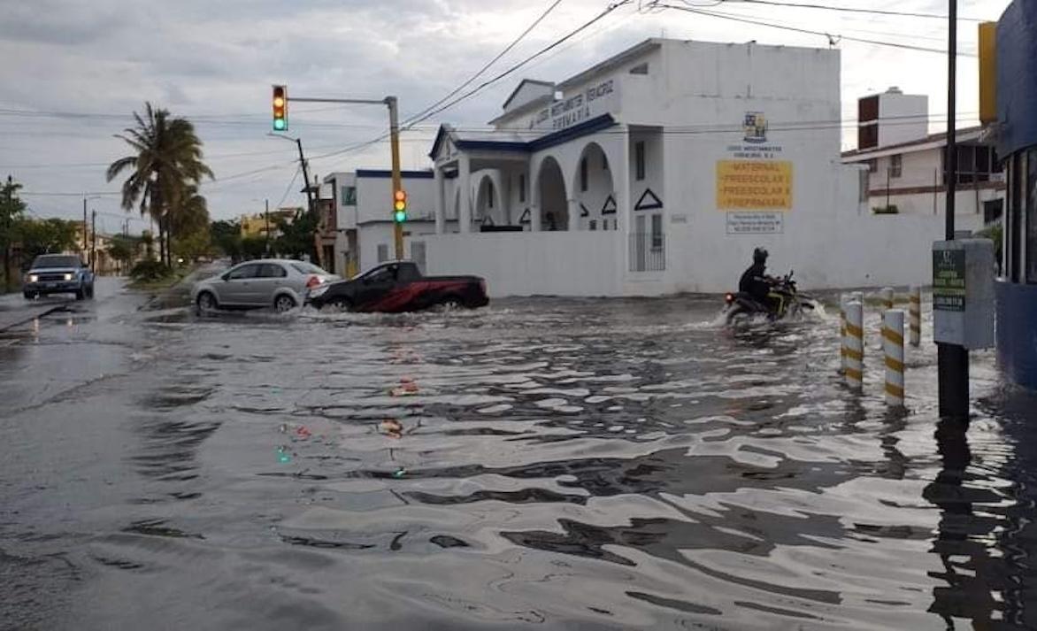 Fuertes lluvias dejan afectaciones e inundaciones en al menos 10 municipios de Veracruz. La Guardia Nacional ya apoya a los afectados.