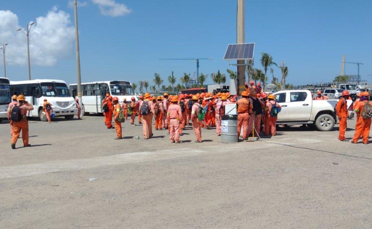 Trabajadores hacen un paro de labores en la refinería de Dos Bocas para exigir mejores salarios, pago de horas extras y otras prestaciones