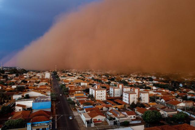 ¡Parece ser el fin del mundo! Impactantes tormentas de arena en Brasil dejó seis muertos. Las imágenes del fenómeno se han hecho virales.
